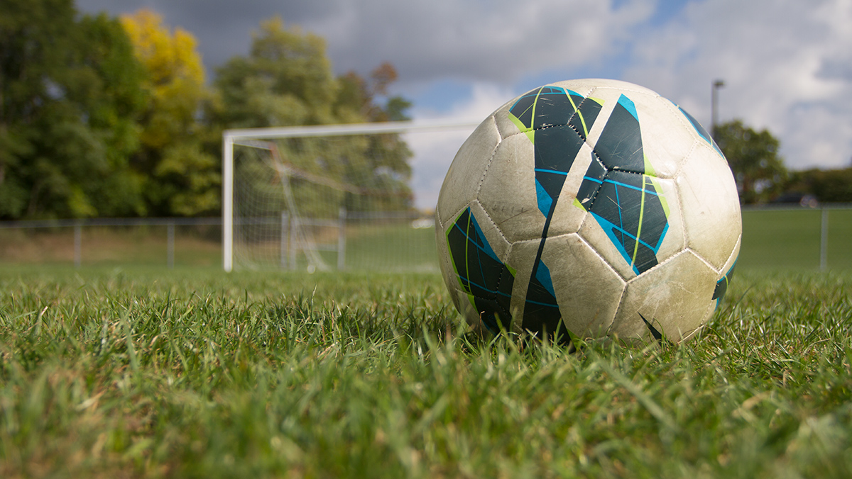 Ithaca College men's soccer team soars past Elmira College