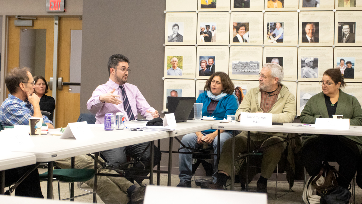 Faculty Council discusses potential changes to freshman orientation